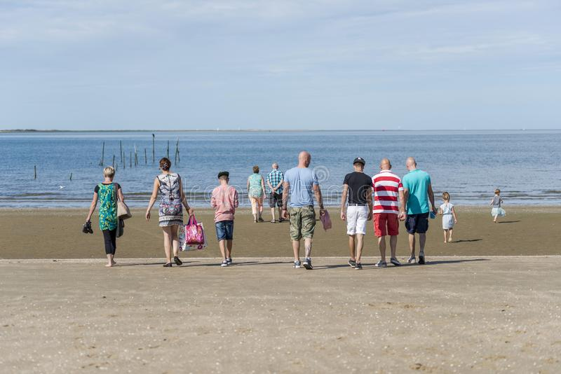 Große Familie zum Strand stockfotografie