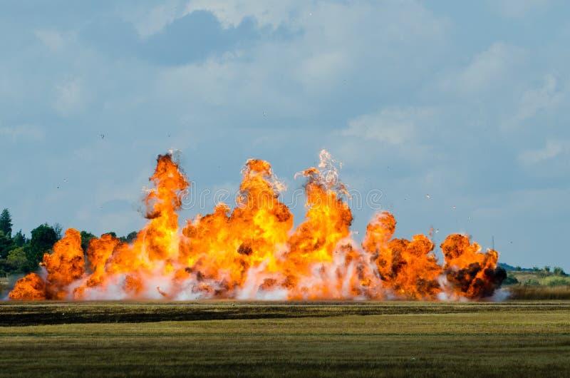 Große Flammenexplosion lizenzfreies stockbild