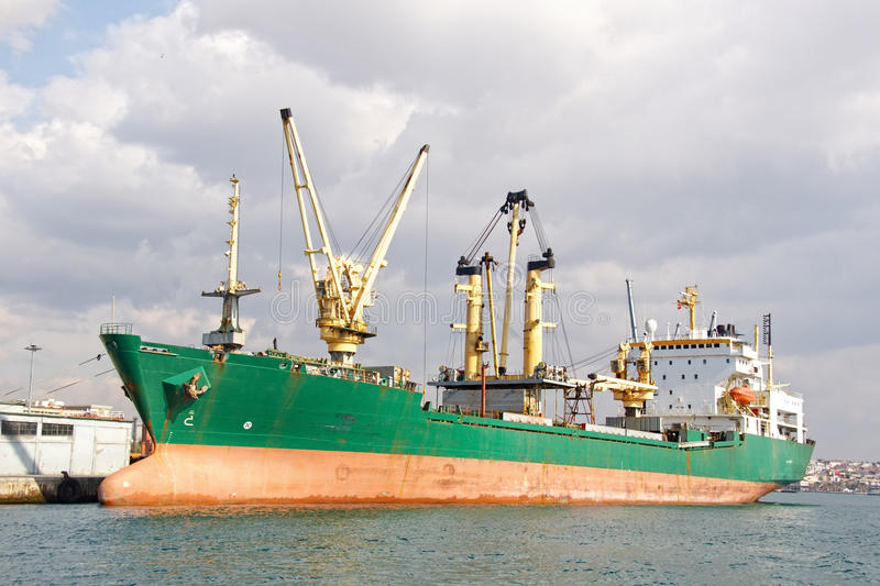 Große Frachterlieferung stockbild