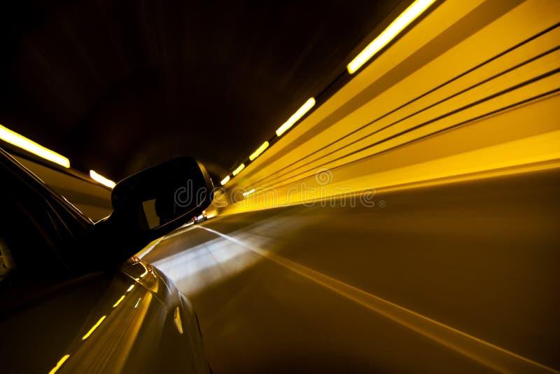 Große Geschwindigkeit am Tunnel lizenzfreie stockfotografie