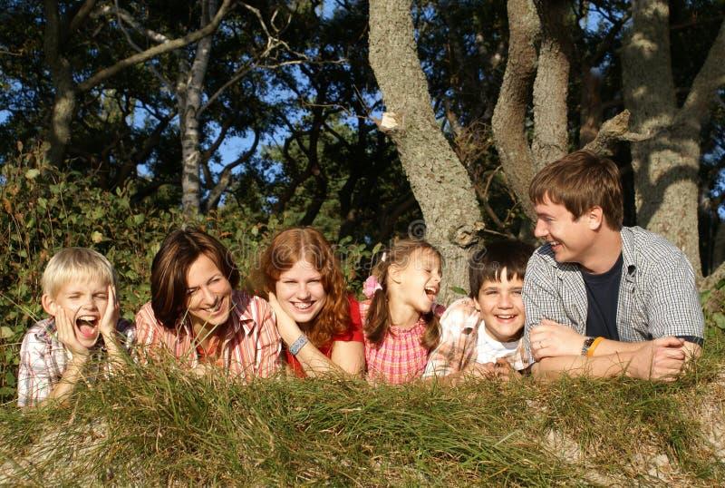 Große glückliche Familie stockfotografie
