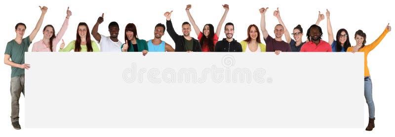 Große Gruppe junge multi ethnische Leute, die leere Fahne wi halten stockfotografie