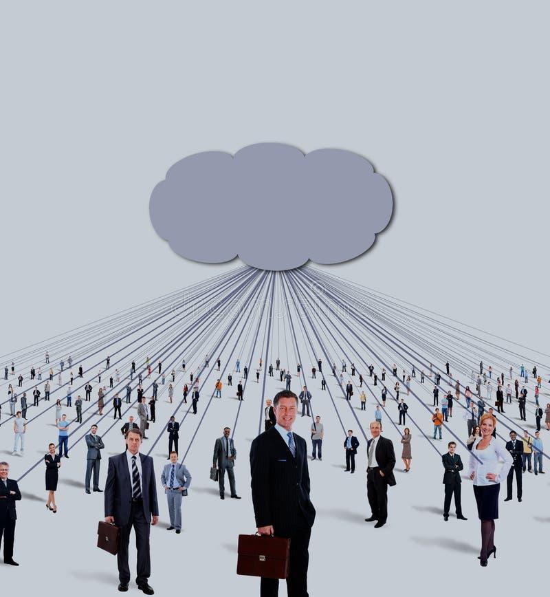 Große Gruppe von Geschäftsleuten und von Wolkendatenverarbeitung und von Technologiekonzept stockbild