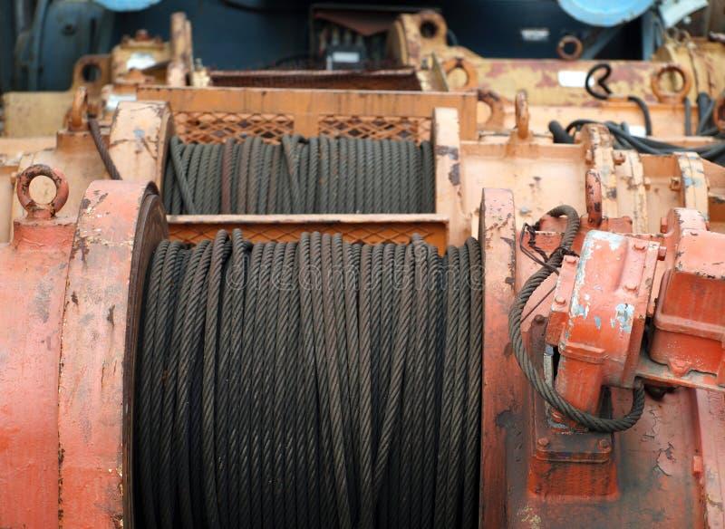 Große Handkurbel mit Stahlkabel lizenzfreies stockbild