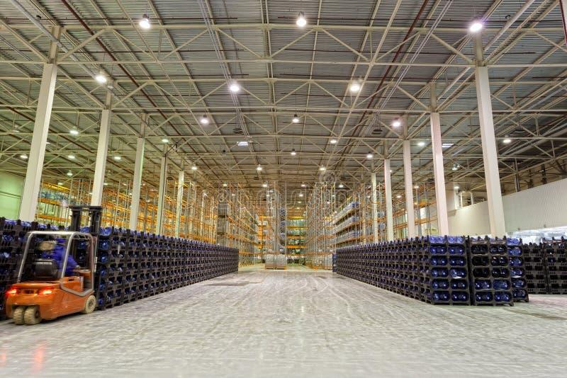 Download Große Konstitution Für Speicherung Von Fertigwaren Stockbild - Bild von ausrüstung, hangar: 27729401