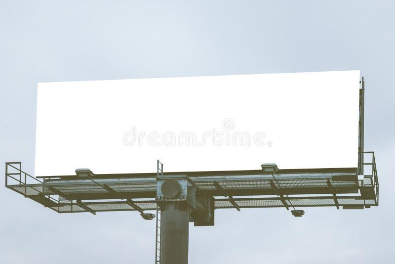 Große leere weiße Anschlagtafel bereit zur Produktanzeigen-Montageanzeige lizenzfreies stockbild