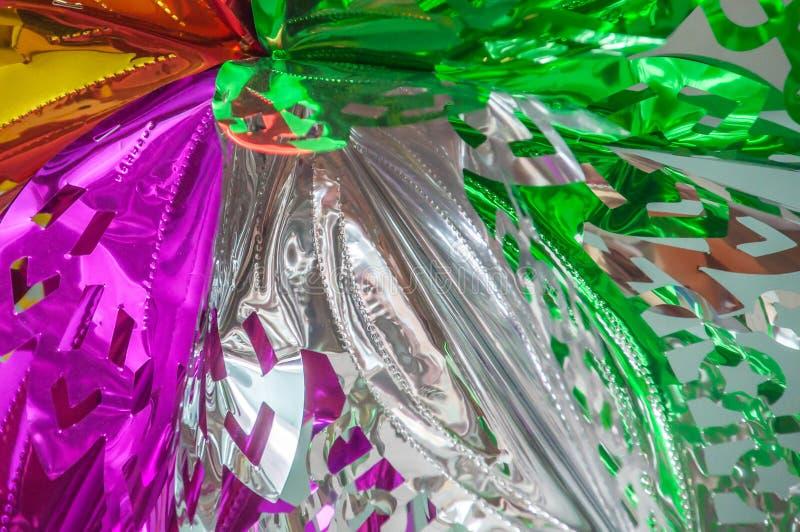 Große mehrfarbige Schneeflocke gemacht von der hellen Folie lizenzfreie stockbilder