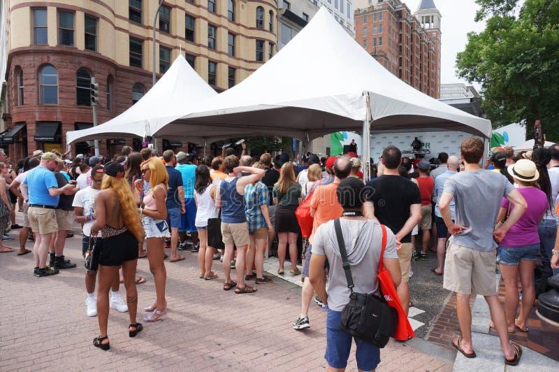 Große Menge bei Haupt-Pride Festival lizenzfreie stockfotografie