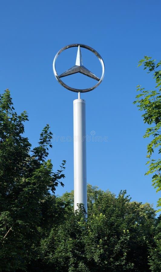 Große Mercedes-Benz Logo stockfotografie