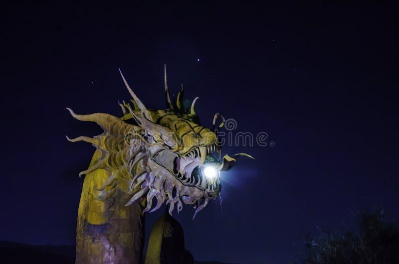 Große Metallskulptur eines Drachen in Anza Borrego stockbild