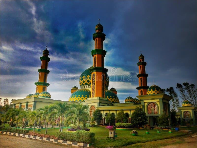 Große Moschee in schönem wunderbarem Indonesiens stockbild