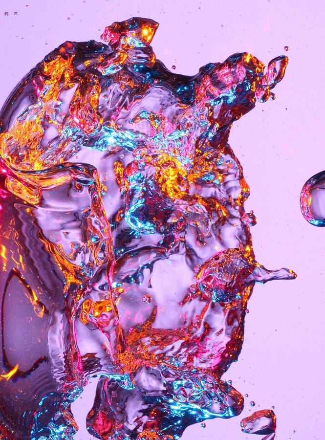 Große purpurartige Luftblase im Wasser lizenzfreie stockbilder