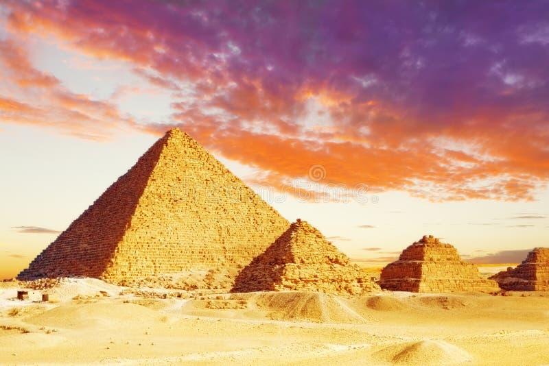 Große Pyramide    gefunden in Giseh lizenzfreie stockbilder