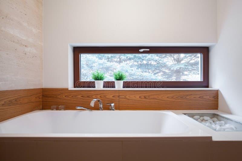 Größe Badewanne große quadratische badewanne stockbild bild haus hell 55834463