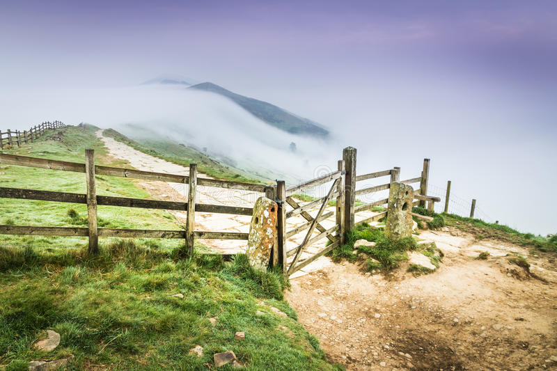 Große Ridge Fence im Höchstbezirk, England stockbild