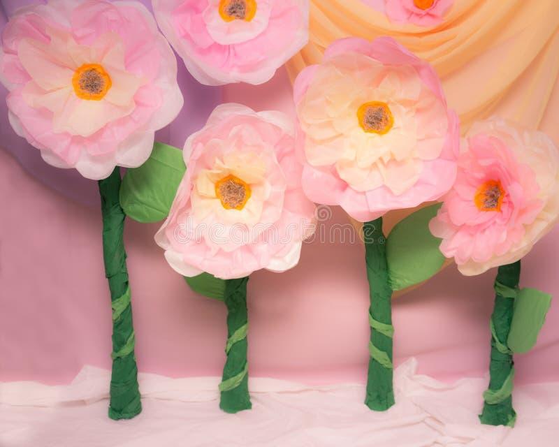 Große Seidenpapier-Blumen-Stützen stockfotografie