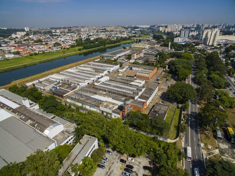 Große Städte, große Alleen Stadt von Sao Paulo, Allee der Vereinten Nationen, Vila Almeida-Nachbarschaft, Brasilien lizenzfreie stockfotografie