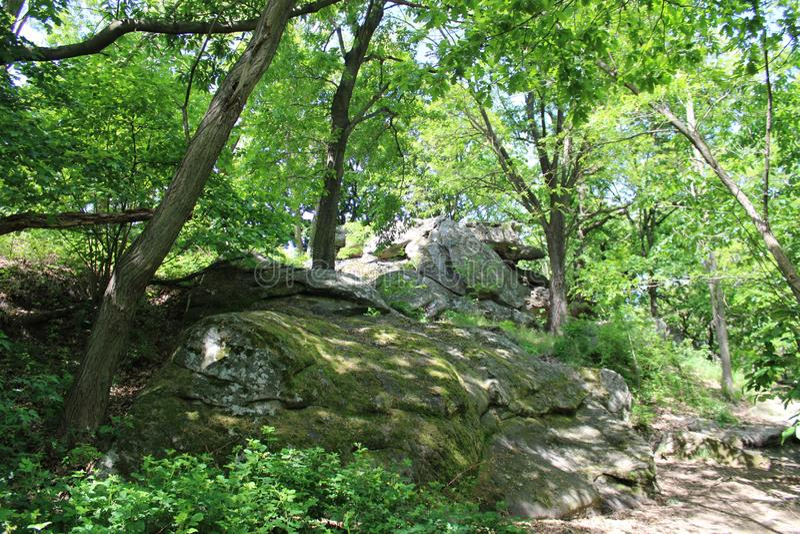 Große Steine in Szentbekalla stockfotografie