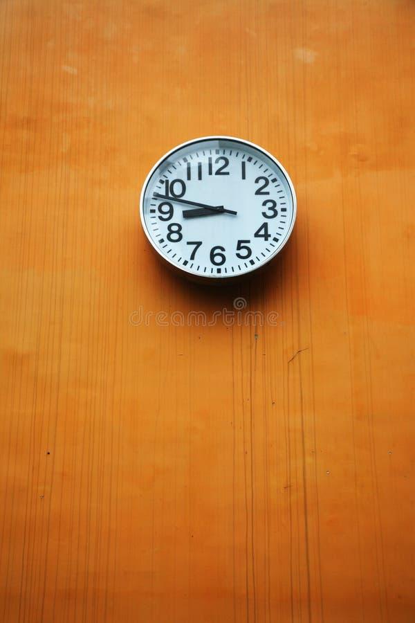 Große Uhr im Freien in Schwarzweiss lizenzfreies stockbild