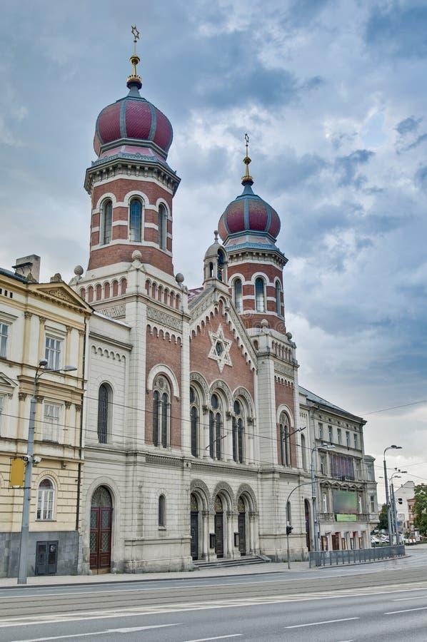 Große und alte Synagoge lizenzfreie stockbilder