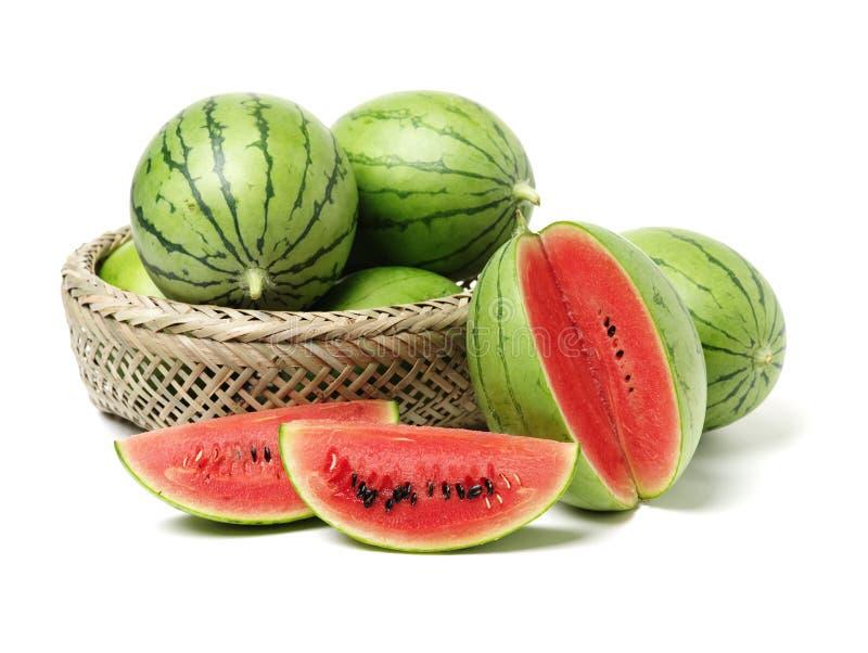 Große Wassermelone und Scheibe lizenzfreie stockfotos