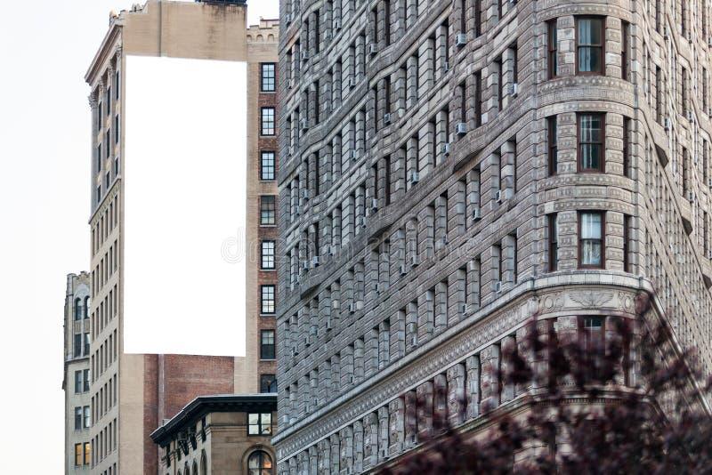 Große weiße Anschlagtafel auf der Wand. lizenzfreie stockfotografie