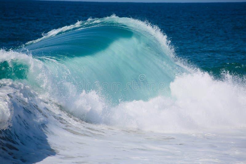 Große Welle und weißes Wasser lizenzfreies stockbild