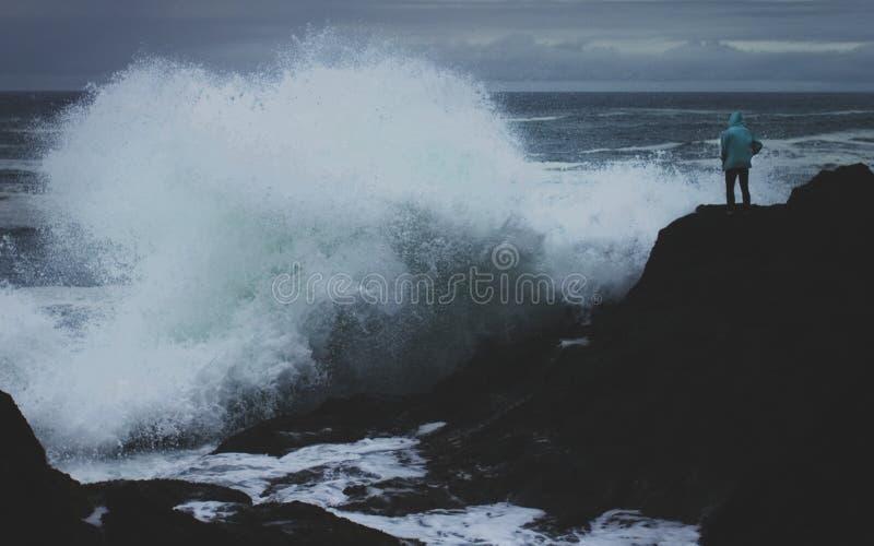 Große Wellen auf der Oregon-Küste lizenzfreie stockfotos