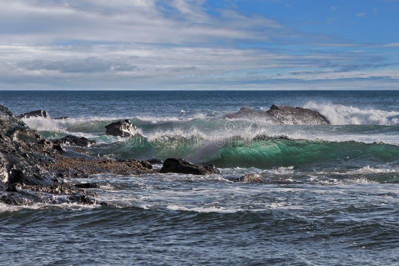 Große Wellen des Ozeans lizenzfreie stockbilder