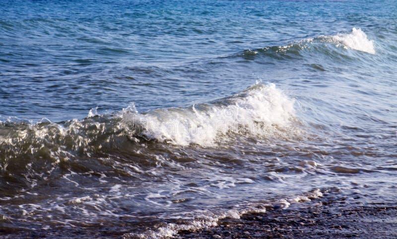 Große Wellen von Mittelmeer stockfoto