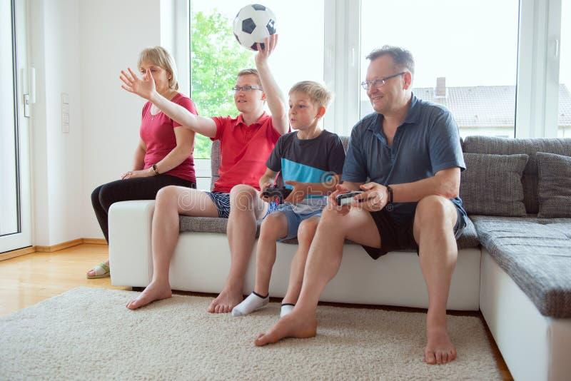 Großeltern, ihr Sohn und Enkel sind für emotional krank stockfoto