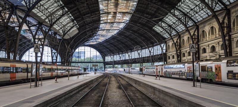 Großer Bahnhof morgens lizenzfreie stockbilder