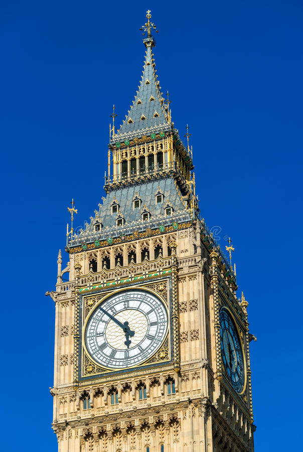 Großer Ben Tower in London gegen blauen Himmel stockbild