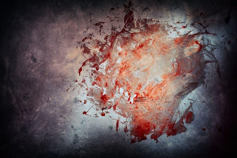 Großer blutiger Abstrich auf Zement an einem Tatort stockfoto