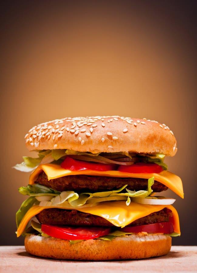 Großer doppelter Burger lizenzfreie stockbilder