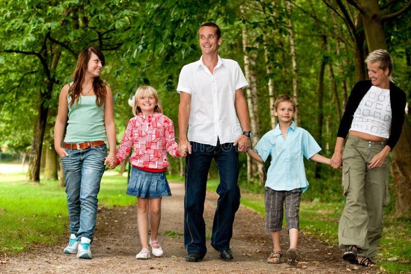 Großer Familienweg lizenzfreie stockfotografie