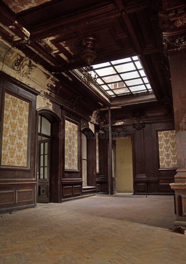 Großer hölzerner Innenraum im Builiding lizenzfreie stockfotos