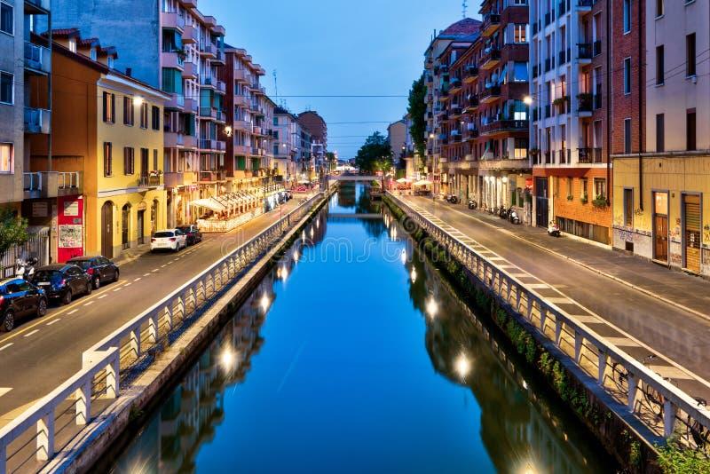 Großer Kanal Naviglio an der Dämmerung in Mailand, Italien lizenzfreies stockfoto