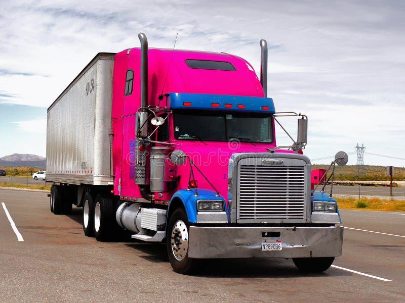 Großer LKW Freightliner, Nevada lizenzfreie stockfotografie