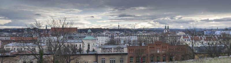 Gro?er Panoramablick alter Stadt Krakaus am kalten, regnerischen Tag, Polen lizenzfreies stockfoto