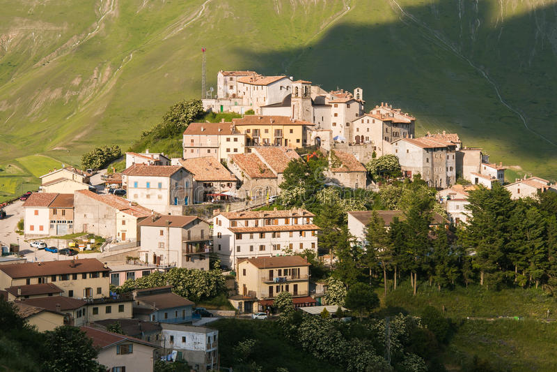 Großer Plan Castelluccio di Norcia von Monti Sibillini stockfoto