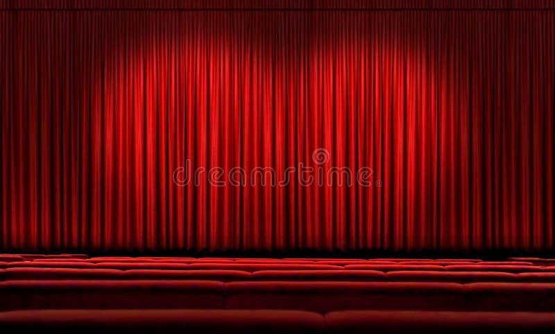 Großer roter Trennvorhang mit Scheinwerfern lizenzfreie stockfotografie
