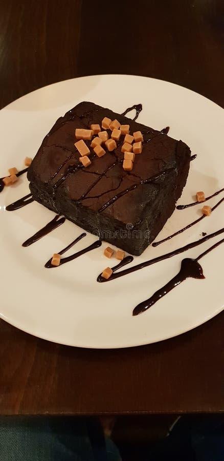 Großer Schokoladenkuchen lizenzfreie stockfotografie