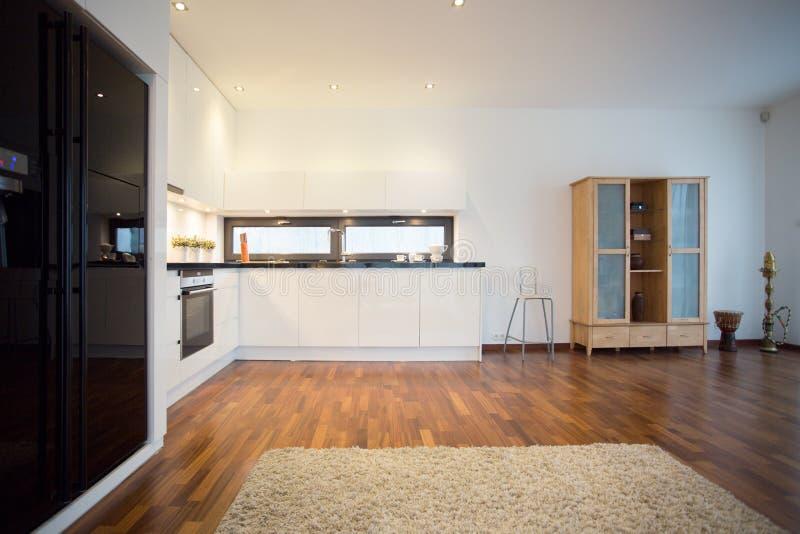 Großer Schwarzer Kühlschrank Stockfoto - Bild von möbel, farbe: 53017462