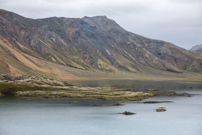 Großer See in der landmannalaugar Reserve in Island stockfotos