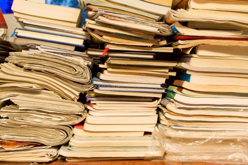 Großer Stapel der Bücher stockbilder