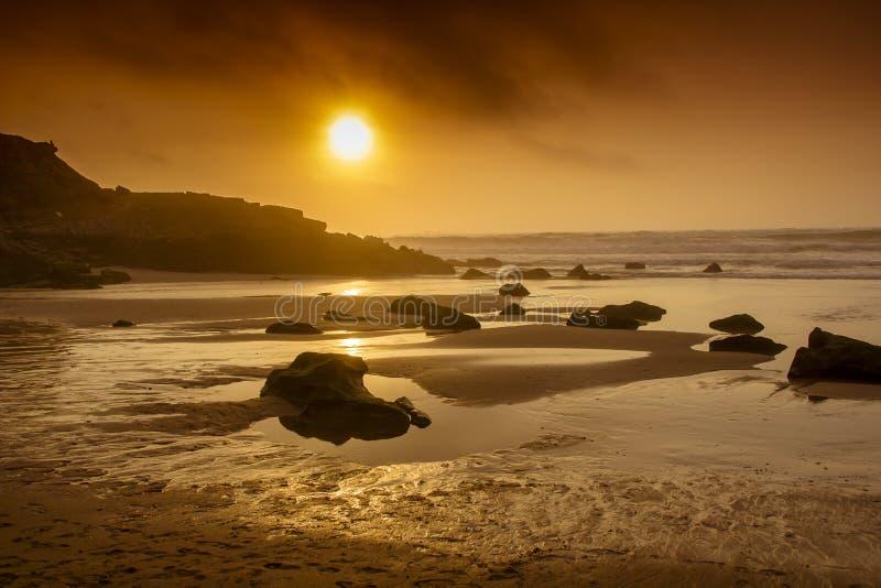 Großer Strand in Portugal lizenzfreie stockfotos