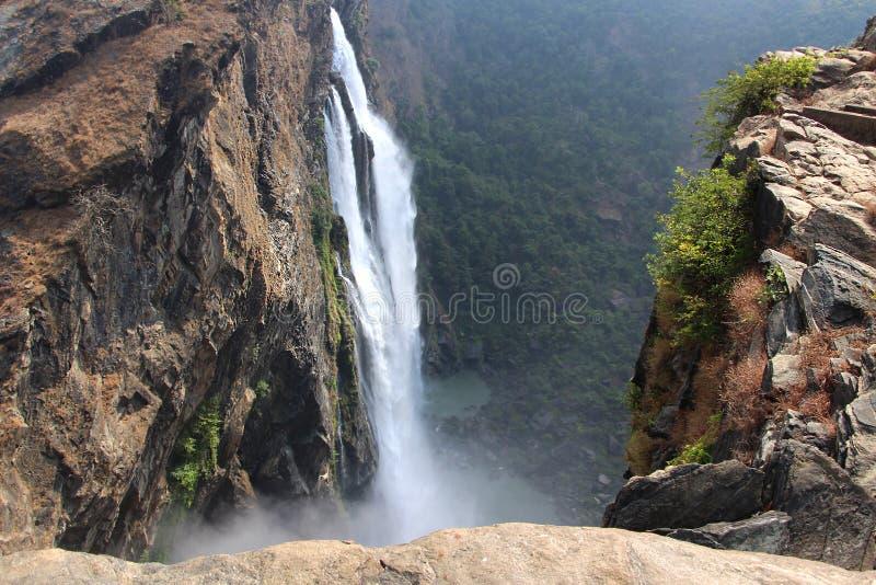 Großer tiefer Wasserfall in Thailand stockfotografie