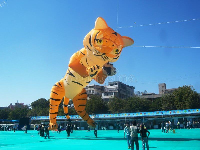 Großer Tiger Kite am internationalen Drachen-Festival, Ahmedabad lizenzfreie stockfotografie