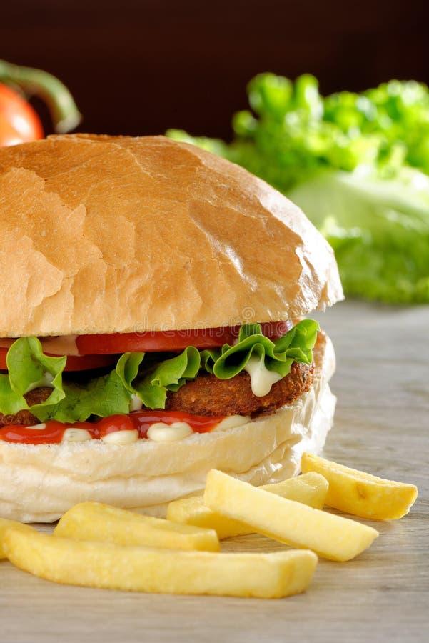 Großer vegetarischer Burger lizenzfreie stockbilder